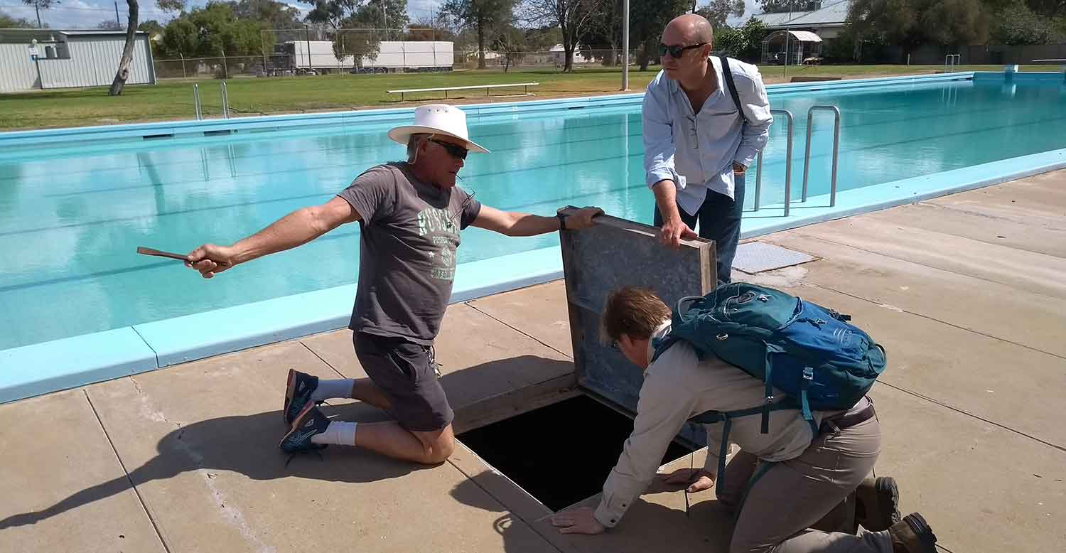 UNSW Engineers learn how Walgett's pool works from Kimble Riley