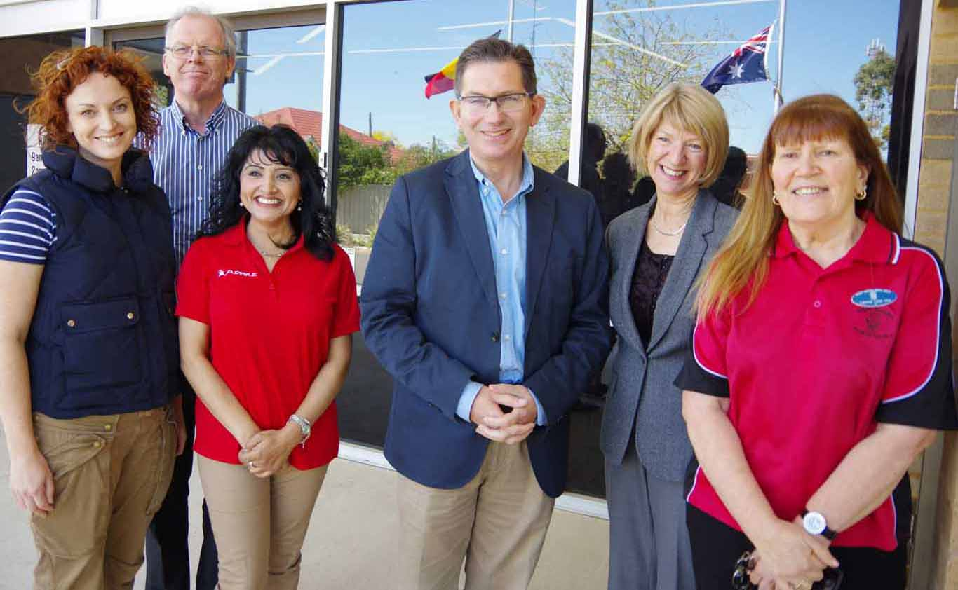 UNSW Vice Chancellor Ian Jacobs & Deputy Vice-Chancellor Inclusion and Diversity Eileen Baldry with Walgett AMS CEO Christine Corby OAM and their colleagues at WAMS
